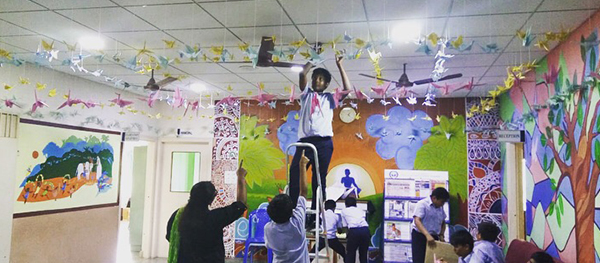 Student-exchanged-the-Peace-cranes-with-same-age-group-2